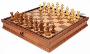 19_walnut_case_bas375_chess_set_boxwood_view_1100x670__90273.1438559098.350.250