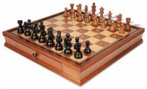 19_walnut_case_fsbs375_chess_set_golden_view_1100x670__10118.1438559115.350.250