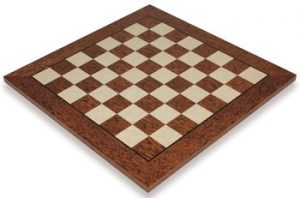 brown-erable-chess-board-full-view-1100x725__09390.1430256562.350.250