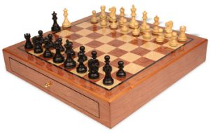 chess-sets-bubinga-case-deluxe-old-club-ebonized-boxwood-view-1200x760__31529.1444695175.350.250