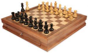 chess_sets_17_walnut_case_french_lardy_ebonized_boxwood_view_1400x850__05400.1447985217.350.250