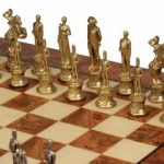 italfama_chess_set_92m_elm_root_board_brass_pieces_closeup_1100__48432.1430865388.350.250