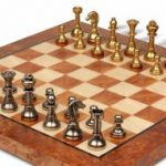 italfama_chess_set_96b_elm_board_brass_zoom_1200x650__19968.1430865393.350.250