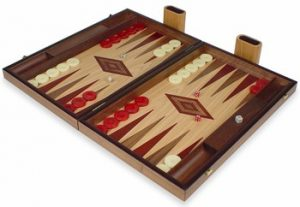 manopoulos_backgammon_set_walnut_oak_red_setup_1100__33382.1440459253.350.250